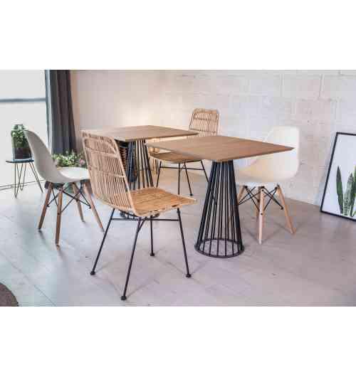 Petit pied circulaire 2/3 pers. - CENTRAUX - <p>Ce pied est idéal pour des tables de restaurant où y installer 2 convives. Il est adapté pour une table ronde d'un diamètre pouvant aller jusqu'à 0.70m ou des tables carrées d'un côté de 0.70m maximum.</p> <p>Son design donnera à votre table un aspect unique et originale que vous ne retrouverez partout ailleurs.</p> <p>Cette création convient parfaitement pour une utilisation intérieure et extérieure.</p> <p>Le petit pied convient à différents types de plateau: bois, béton</p> <p></p> <p>La platine au sol mesure 35 cm, et la platine où viendra se poser le plateau fait 20 cm. Ce pied est fabriqué avec du rond étiré de 10cm et peut accueillir un plateau pesant jusqu'à 100Kg maximum.</p> <p>10 trous de fixation sont prévus pour venir y fixer votre plateau.</p> <p>110€ l'unité</p>