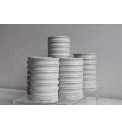 Pot ondulé - Pot ondulé en béton gris  Dimensions  Diamètre 7 cm Hauteur 11 cm Poids 600 g Accessoire salle de bains - bureau - vase...