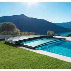 Abri piscine ultra bas télescopique - Léger et maniable avec ses modules encastrables.
