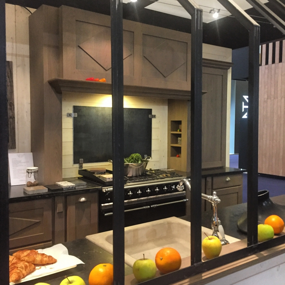 poser une verriere dans une cuisine. Black Bedroom Furniture Sets. Home Design Ideas