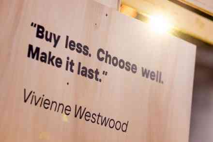 "Citation de Vivienne Westwood ""buy less, choose well, make it last"""