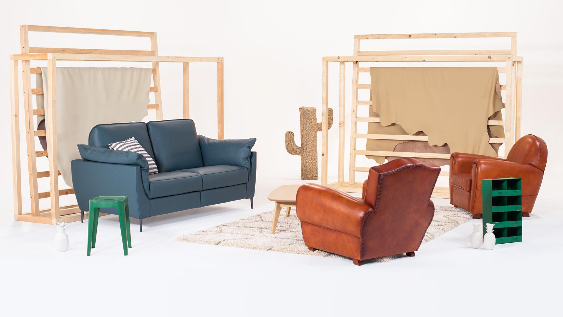 Canapé bleu et fauteuils cuir designés par Neology
