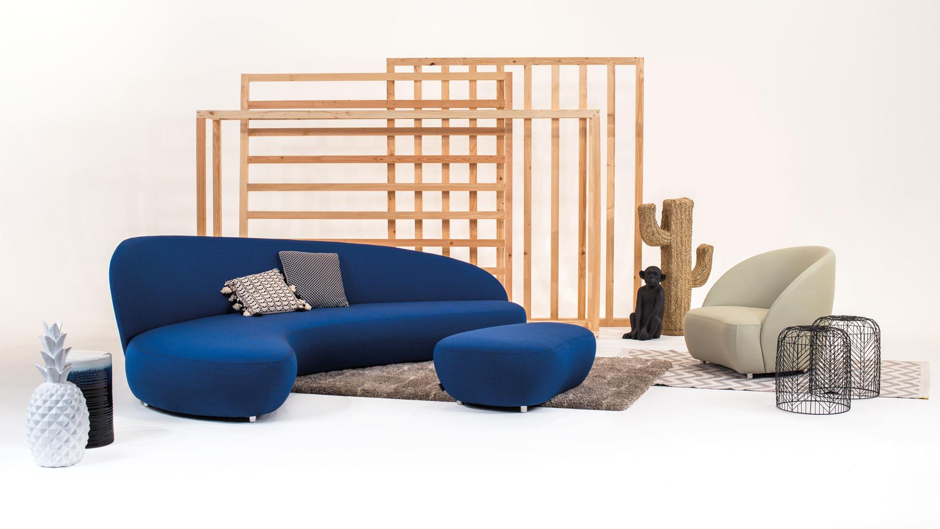 Canapé bleu design et moderne dessiné par Neology.