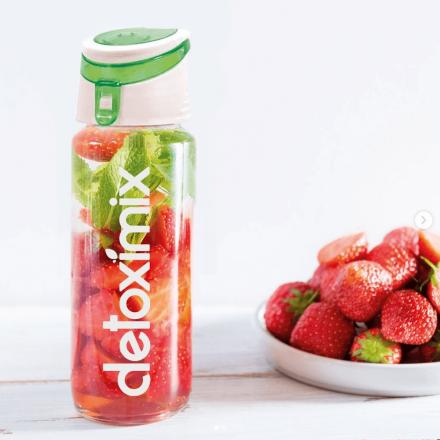 Bouteille detox infuseur à fruits fraises Detoximix